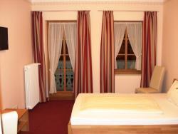 Schloßwirt Hotel Garni, Kirchplatz 1, 83098, Brannenburg