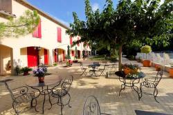 Hotel Prato Plage, 534 chemin De Prato plage, 84210, Pernes-les-Fontaines