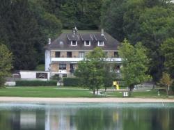 Hotel Restaurant La Chaumiere du Lac, 21, Rue du Sauveur, 39130, Clairvaux-les-Lacs