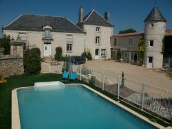 Chambres d'Hôtes Logis des Deux Tours, 17 Le Cloitre , 86380, Vendeuvre-du-Poitou