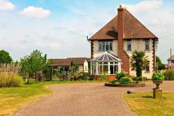 Elmcroft Guest House, 1 Elmcroft, High Road, CM16 6LX, Epping