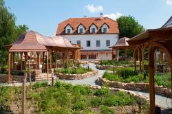 Babiččina Zahrada Penzion & Restaurant, Tovární 536, 25243, Pruhonice