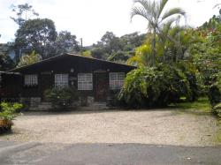 Cabinas Cecilia, 500 metros sur del parque y 125 al este, 60111, Santa María