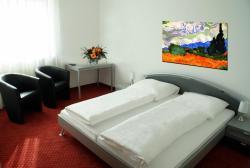 Hotel More, Waldstr. 12, 90537, Feucht