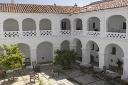 Hospederia Convento de la Parra, Santa Maria 16, 06176, La Parra