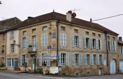 Hotel du Saumon, 4 Place du General Chanzy, 08240, Buzancy