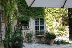 La Maison des Lauriers, 21 Grand Rue François Mitterand, 30700, Arpaillargues-et-Aureillac