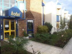 Rev'Hotel, 3 rue Laennec, 78310, Coignières