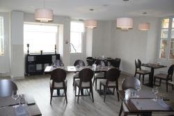 Hotel des Voyageurs, 18 place Cail, 79110, Chef-Boutonne