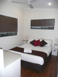 River Retreat Caravan Park, 8-10 Philp Parade, Tweed Heads South, 2486, Твид-Хедс
