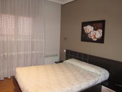 Hostal Puerta La Villa, Avenida Valladolid 54, 47100, Tordesillas