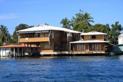 M&M's Residencias, Avenida Sur a lado de Mici, 00000, Bocas Town