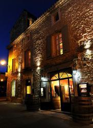 Le Vieux Bistrot, 70 Grande Rue, 84220, Cabrières-d'Avignon