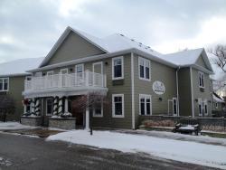Stone Willow Inn, 940 Queen Street East, N4X1B3, Saint Marys