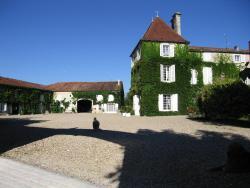 Logis de Guitres - Chambres d'Hotes, 10 Rue de la Cadois, 16200, Chassors
