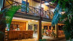 H&B Lodge Restaurant, 250 mtrs de la Plaza Deportes Carretera a Cobano, 11510, Tambor