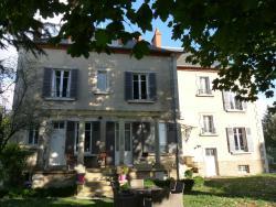 Chambres d'Hôtes Côté Parc-Côté Jardin, 24 rue Jeanne d'Arc, 58000, Nevers
