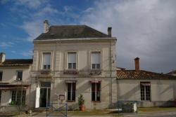 Hotel Restaurant du Midi, 71 Avenue de Bordeaux, 17240, Saint-Genis-de-Saintonge