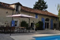 Chambres et Tables d'Hôtes La Grange Au Bois, Lieu-dit Jovelle, 24320, Champagne-et-Fontaine