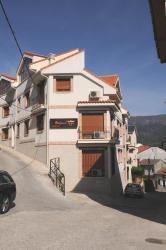 Edificio Reyes, Álvaro de Luna, 6, 05430, La Adrada