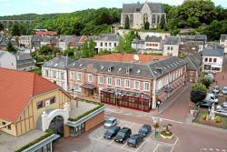 Hotel & Restaurant Le Cardinal, 1 Place De La République, 80290, Poix