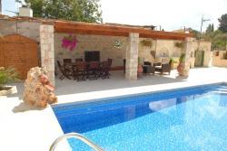 Villa Rania, 3 Petraki Gialourou, 8550, Stroumbi