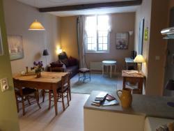 L'Oustal du Sentier, 20 Grande Rue, 12600, Mur-de-Barrez