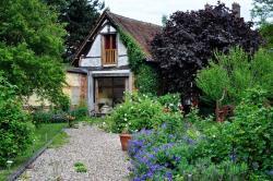 Au Fond du Jardin Maison d'hôtes, 22, rue Pierre Brossolette, 76680, Saint-Saëns