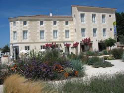 Hotel Le Richelieu, 2 Place Richelieu, 17600, Saujon