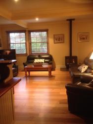 Bessie's Mill Cottage, 1 Wood Street, 3741, ブライト