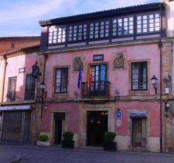 Hotel Carlos I, Plaza Carlos I, 33300, Villaviciosa