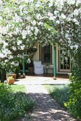 Springbank Bed & Breakfast Retreat, 240 Williamsons Road, Nilma North, 3821, Warragul