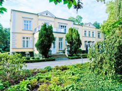 Gutshaus Landsdorf, Dorfstraße 63, 18465, Landsdorf