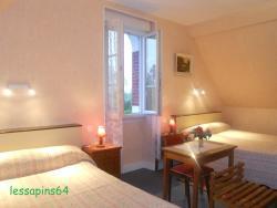Hotel Les Sapins, 2 route de Tarbes , 64320, Ousse