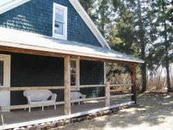Nestled in the Pines Cottage, Off Highway 56 North, Township road 40-2, T0C 2L0, Red Willow