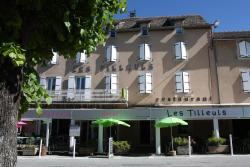 Hôtel Les Tilleuls de Pareloup, Place de la mairie, 12410, Salles-Curan