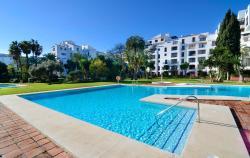 Club Jardines del Puerto, Avenida José Banus s/n, Urb. Jardines del Puerto, 401A, 29660, Marbella