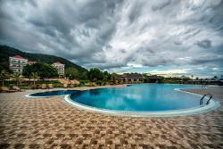 Rock Royal Hotel & Resort, Street. 33, Kep Village,, Кеп