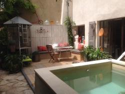 Une Vue Sur Cour, 42 Rue Jardinière , 84800, Lagnes