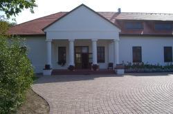 Sarlóspuszta Club Hotel, Sarlosár 1., 2375, Tatárszentgyörgy