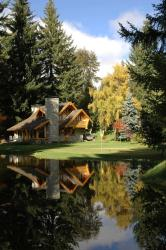 Cabañas Ruca Kuyen Golf & Resort, Cruz del Sur 203, Las Balsas, 8407, Villa La Angostura