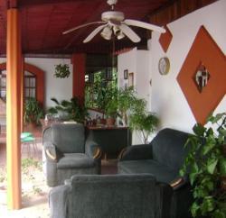 Hotel Jackie's House, Costado norte de la Catedral, contiguo Escuela Delia, 60101, Puntarenas
