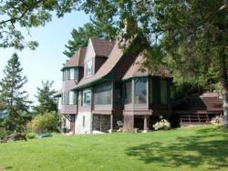 Far Horizons Luxury Vacation Home, 388 Chemin Brauliere, J0V 1L0, Montebello