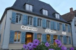 Hôtel du Commerce, Place Des Casernes, 64190, Navarrenx