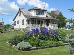 Solmundson Gesta Hus B&B and Wellness Centre, Manitoba 8, R0C 1K0, Hecla