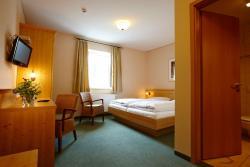 Hotel Eberl, Hauptstrasse 8, 82285, Hattenhofen