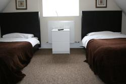 Colne Valley Bed & Breakfast, 52 Wraysbury Road, TW196HA, Staines