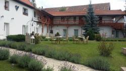Green Club, Nad Studánkou 30, 252 65, Tursko