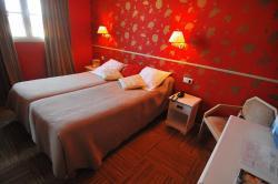 Logis Hotel Les Trois Rois, 2, Place Jeanne D'arc., 14310, Villers-Bocage