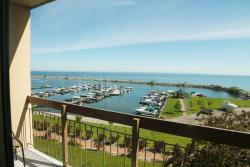 Ramada Jordan Beacon Harbourside Hotel & Suites, 2793 Beacon Boulevard, L0R 1S0, Jordan